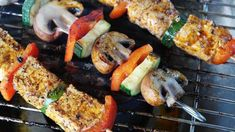 Grilling over a charcoal barbecue is one of those classic skills that every guy should have. Here are 8 fundamental tips that will improve your grilling and your next backyard barbecue. Healthy Grilling Recipes, Healthy Soup Recipes, Low Carb Recipes, Grilling Ideas, Healthy Meals, Healthy Food, Outdoor Grilling, Outdoor Cooking, Healthy Cooking
