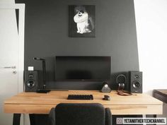 20 DIY Desks That Really Work For Your Home Office Tags: computer desk ideas for bedroom living room diy narrow old computer desk ideas primitive computer desk ideas space saving and unique computer ideas. Setup Desk, Computer Desk Setup, Home Office Setup, Pc Setup, Room Setup, Home Office Design, Small Computer, Gaming Setup, Office Style