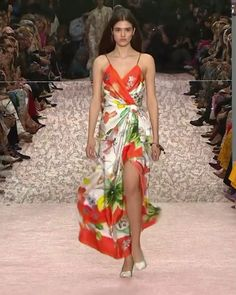 Colorful Asymmetric Backless Slip Sheath Evening Maxi Dress / Gown with V-Neck Cut, Spaghetti Straps and Open Back. New York Spring 2019 Runway Show Collection by Carolina Herrera Dresses For Teens, Simple Dresses, Pretty Dresses, Beautiful Dresses, Casual Dresses, Fashion Dresses, Summer Dresses, Look Fashion, High Fashion