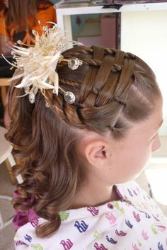 Woven twisted half up do Daily Hairstyles, Modern Hairstyles, Little Girl Hairstyles, Down Hairstyles, Cute Hairstyles, Braided Hairstyles, Beautiful Hairstyles, Fly Away Hair, Aqua Hair