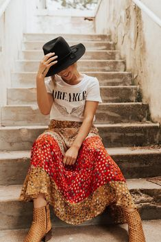 Bohemina fashion ideas, hippie clothing trends Boho Outfits, Sexy Outfits, Fashion Outfits, Midi Skirt Outfit, Skirt Outfits, Modest Fashion, Boho Fashion, Bonfire Outfit, Graphic Tee Outfits