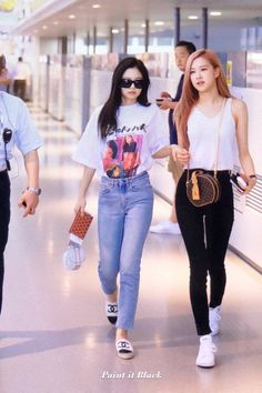 blackpink at gmp airport Airport Fashion Kpop, Kpop Fashion Outfits, Blackpink Fashion, Korean Outfits, Asian Fashion, Casual Outfits, Cute Outfits, Petite Fashion, Curvy Fashion