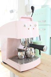 Pink Espressoapparaat en een Mint Smeg koelkast..!