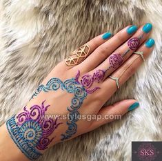If you are looking for bridal mehndi designs for your wedding, then check out these top 30 mehandi images for some inspiration. Right from a simple mehndi design to an elaborate bridal henna design, you'll find it in here! Latest Bridal Mehndi Designs, Beautiful Henna Designs, Henna Tattoo Designs, Mehandi Designs, Mehendi, Henna Mehndi, Arabic Mehndi, Glitter Henna, Glitter Tattoos