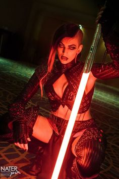 Sith cosplay by Miss Sinister Star Wars Bad Guys, Star Wars Girls, Sith Costume, Jedi Sith, Darth Sith, Star Wars Sith, Star Trek, Star Wars Characters, Best Cosplay