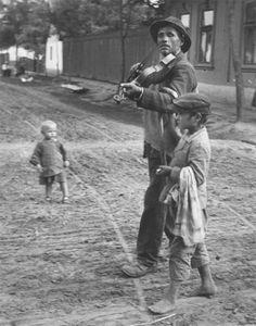 Andre Kertesz  Wandering Violinist, Abony, Hungary  July 19, 1921