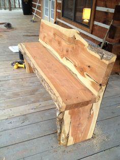 Cedar bench for around a bonfire pit Cedar Furniture, Rustic Log Furniture, Live Edge Furniture, Luxury Furniture, Furniture Design, Wooden Projects, Wood Crafts, Design Projects, Diy Projects