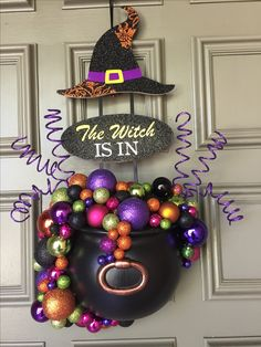 Diy Halloween Decorations Have a spooktacular Hallowee. Diy Halloween Decorations Have a spooktacular Halloween this year by making your own decorations. Image Halloween, Casa Halloween, Halloween Sounds, Outdoor Halloween, Halloween Projects, Holidays Halloween, Halloween Make, Diy Projects, Diy Halloween Wreaths