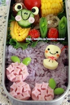 Hydrangea sausage bento/ i love that frog! Picnic Food List, Healthy Picnic Foods, Picnic Snacks, Vegetarian Picnic, Picnic Dinner, Picnic Ideas, Lunch Ideas, Kawaii Bento, Cute Bento