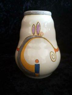 Mooie velsen vaas. Apart decor. Model nummer 32/6 heeft 2 kleine haarlijntjes verder gaaf