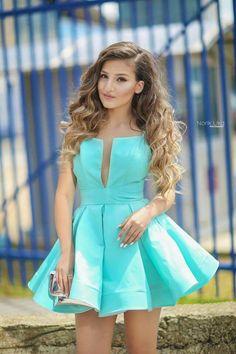 dress: Dona Matoshi