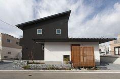 「赤×黒」シックモダンの家