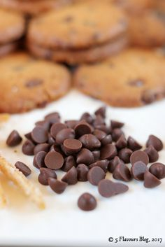 Easy Fall Choc Chip & Orange Cookies. The tastes and smells of Fall combined. Chocolate, candied orange peel, coriander and black pepper in harmony. We also used chocolate nibs, cookies, orange peel & spice.