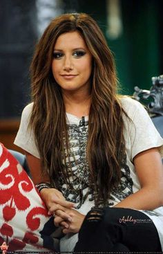 Kind of boring and outdone by now but this is just my hairstyle, want it back. Love Hair, Great Hair, Gorgeous Hair, Ashley Tisdale Hair, Bob Balayage, Color Rubio, Brown Hair With Highlights, Caramel Highlights, Subtle Highlights