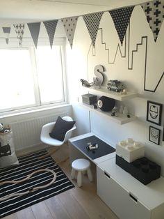 Monochrome kids bedroom with superhero theme  bedroom | kidsroom | boys |kids | monochrome |superhero | superheld | ikea | ikeahack | stuva | CarlijnQ | paperbag | LEGO | flyingtiger | Vitra | kinderkamer | flags |vlaggenlijn | washitape |masktape | skyline | DIY | flags | vlaggenlijn | barnerom