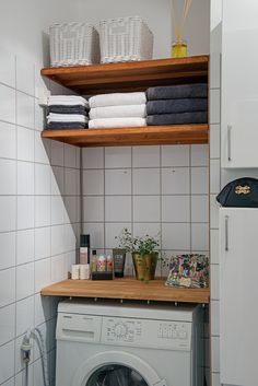 Did you want make a laundry room? Here we present 40 Stunning Laundry Room Design. Small Laundry Rooms, Laundry Room Design, Laundry In Bathroom, Laundry Area, Bathroom Cabinets, White Bathroom, Small Space Organization, Home Organization, Living Room Designs