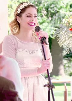Violetta sings on a party of German