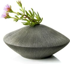Modern Vase Ceramic Pots, Ceramic Pottery, Ikebana, Cool Ideas, Ceramic Texture, Vase Design, Big Vases, Clay Vase, Keramik Vase