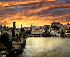 Prague fut pour moi une découverte inattendue et une très bonne surprise! La vieille ville et ses petites ruelles médiévales ont un charme indéniable, et nul doute que vous tomberez sous le charme de la capitale tchèque! Les coups de coeur et les conseils de mon voyage à lire sur vie-inoubliable.com !