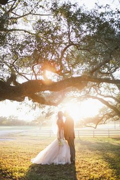 Filling your Big Day with personality and sentimentality is what it's all about - and for this darling Davie duo hosting their wedding in the paradise otherwise known as the bride's grandparents' backyard and tackling one DIY detail after another truly made it their own. Add to all of that lovely some perfectly imperfect florals…