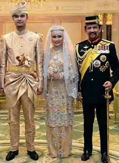 clothing of Brunei Royal Crown Jewels, Royal Crowns, Royal Tiaras, Brunei, Jd Sports, Adele, Formal Casual, Royal Monarchy, Costumes Around The World