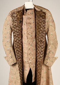 Banyan and waistcoat, France, c. 1760. Pale pink and cream striped silk with a floral pattern. Lined with printed linen with a stylized brown floral design.
