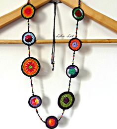 [handmade by lidia luz] Diy Junk Jewellery, Textile Jewelry, Fabric Jewelry, Handmade Jewelry, Crochet Art, Love Crochet, Crochet Stitches, Crochet Patterns, Quilling Jewelry