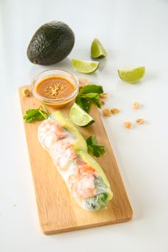 Shrimp and Avocado Summer Rolls (Fresh Spring Rolls) Shrimp Spring Rolls, Fresh Spring Rolls, Summer Rolls, Fresh Rolls, Healthy Snacks, Healthy Recipes, Vegan Burgers, Thing 1, Everyday Food