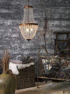 Dröm dig bort med Edward kristallkrona från vår tillverkare Lyktan Bankeryd Belysning. Pris EM.com