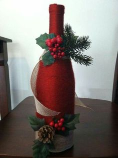 15 creative and beautiful ideas for the Christmas wine packaging - Decoration 2 Wine Bottle Art, Painted Wine Bottles, Diy Bottle, Wine Bottle Crafts, Decorate Wine Bottles, Glass Bottles, Beer Bottle, Christmas Centerpieces, Xmas Decorations