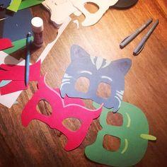 Förbereder 3-årskalas #diy #gördetsjälv #fix #klippochklistra #kalas #födelsedag #födelsedagsfest #bithdays #birthdayparty #kidsbithdayparty #barnkalas #pjmasksparty #pjmask #pyjamashjältarna #pyjamashjältarnakalas #pjamashjältarna #kattpojken #catboy #ugglis #owlette #gecko