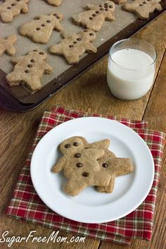 Sugar Free Grain Free Soft Gingerbread Cookies Serves: 24 Serving size: 1 Calories: 77 Fat: 5.3g Saturated fat: 2.8g Carbohydrates: 6.6g Sugar: 0g Sodium: 58mg Fiber: 1.3g Protein: 3.5g
