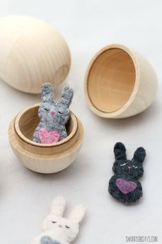 Free felt bunny pattern - mini pocket critter - Swoodson Says Felt Animal Patterns, Stuffed Animal Patterns, Stuffed Animals, Stuffed Toys, Felt Bunny, Easy Sewing Patterns, Sewing Projects For Beginners, Fun Projects, Felt Crafts