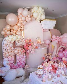 Girl Birthday Themes, Carnival Birthday Parties, Balloon Gift, Balloon Garland, Balloon Ideas, Birthday Balloon Decorations, Birthday Balloons, Soiree Party, Boho Chic