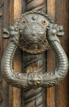How about a serpent to guard your door(knob)? Door Knockers Unique, Door Knobs And Knockers, Cool Doors, Unique Doors, Antique Door Knobs, Door Detail, Door Furniture, Furniture Hardware, Door Gate
