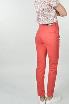 Pourpre pant slim swarovsky - Antonelle Réf :  17PS1960 Apportez une touche de casual/chic à votre tenue grâce à ce pantalon slim POURPRE façon jean 5 poches disponible dans une large gamme de coloris. On aime ses poches arrière agrémentées de petits strass swarovski. #Antonelleparis  #clothing #pantalon #orange  #lookoftheday #model #instadaily  #womenswear #instasell #closet  #ss17 #lookbook #tenuedujour