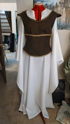 Happily Grim: Éowyn's Shieldmaiden Dress Tutorial