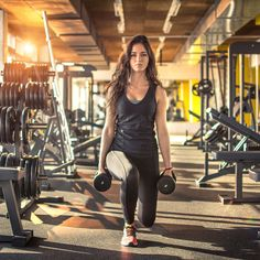 Take a few minutes for these dynamic warm-up exercises specifically designed for weight lifting workouts. Fitness Workouts, Post Workout Protein, Weight Lifting Workouts, Fitness Tips, Stretching Workouts, Weight Training, Kettlebell Challenge, Kettlebell Training, Warm Up Stretches