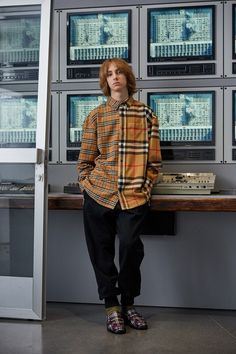 Gosha Rubchinskiy Fall/Winter 2018 collection featuring collaborations with British fashion house Burberry, American heritage brand Levi's and United Kingdom-based footwear maker Dr. Big Men Fashion, Milan Fashion, Street Culture Fashion, Fashion Photo, Fashion Vest, British Fashion, Cheap Fashion, Fashion Beauty, Look Street Style