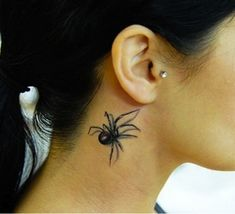 Imagine the reactions of strangers when they see this woman's tattoo