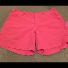 Columbia PFG Shorts Great condition! Perfect for summer from boating to the ballpark, great length with omni-shade. $20 shipped ️ Columbia Shorts