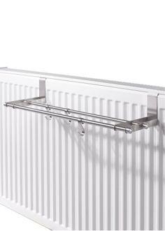 Bekijk nu:Handig droogrek om over de radiator te hangen. Gemaakt van roestvrij staal 18/0. Biedt veel plaats aan handdoeken, sokken en andere dingen die moeten drogen. De drie haakjes zijn voorzien voor washandjes of pannenlapjes. Dankzij de speciale houders wordt het droogrek heel eenvoudig aan de radiator vastgemaakt.