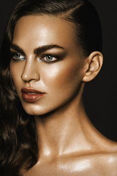 Idée de maquillage avec de la poudre bronzante