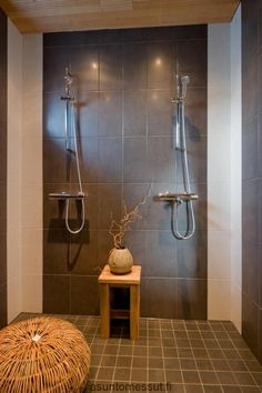Big grey tiles in the shower Modern Bathroom, Master Bathroom, Sauna House, Double Shower, Bathroom Goals, Grey Tiles, Bathroom Toilets, Bathroom Inspiration, Laundry Room