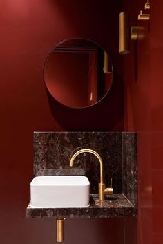 Deep, luxurious red combined with antique brass tapware & rich toned marble, generating a moody presence within the space. #bathroomdesign #red #luxurious #brass #moody #interiordesign #interiordecor #lowernorthshoreinteriordesign #woodsandwarner Photo by @pinterest