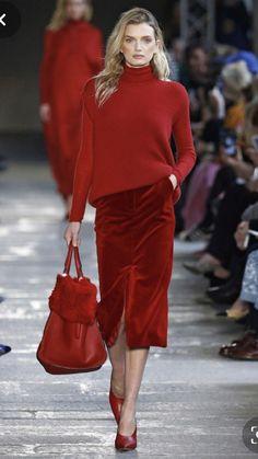 Max Mara Otoño Invierno Work Fashion, Runway Fashion, Fashion Looks, Womens Fashion, Fashion Trends, Petite Fashion, Street Fashion, Mode Outfits, Fall Outfits