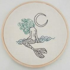 bordado sereia / mermaid embroidery Janine Magalhães instagram.com/venusemflor