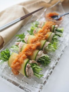 冷しゃぶきゅうり巻き by 中井かな 「写真がきれい」×「つくりやすい」×「美味しい」お料理と出会えるレシピサイト「Nadia | ナディア」プロの料理を無料で検索。実用的な節約簡単レシピからおもてなしレシピまで。有名レシピブロガーの料理動画も満載!お気に入りのレシピが保存できるSNS。 Asian Cooking, Easy Cooking, Cooking Recipes, Easy Healthy Recipes, Asian Recipes, Japanese Food Dishes, Good Food, Yummy Food, Easy Party Food