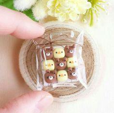 Polymer Clay Kawaii, Polymer Clay Charms, Miniature Crafts, Miniature Food, Cute Baking, Mini Craft, Japanese Snacks, Cute Clay, Cute Desserts