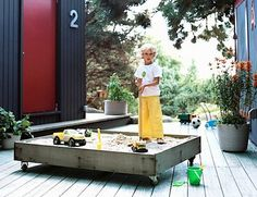 diy sandbox on casters